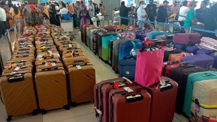 Ketua Umum SAPUHI Syam Resfiadi melaporkan jemaah umrah Indonesia per pukul 12.00 WIB sudah tak bisa terbang ke Arab Saudi. Begini situasinya.