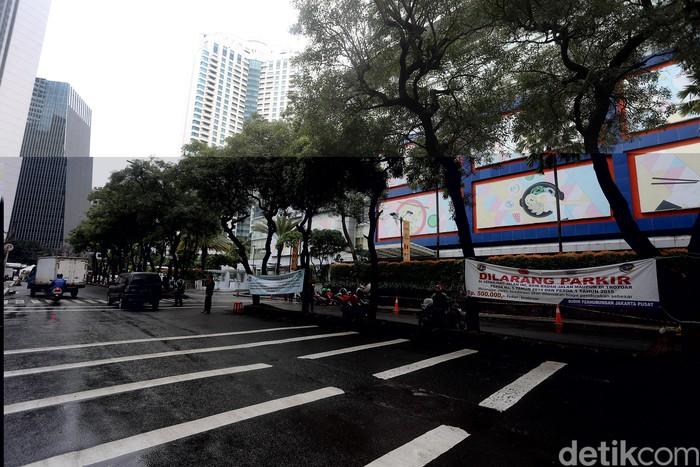 Sejumlah PKL yang sempat menjamur di samping Citywalk Sudirman, Jakarta, kini sudah ditertibkan. Para pengguna jalan kini lebih leluasa saat melintas.