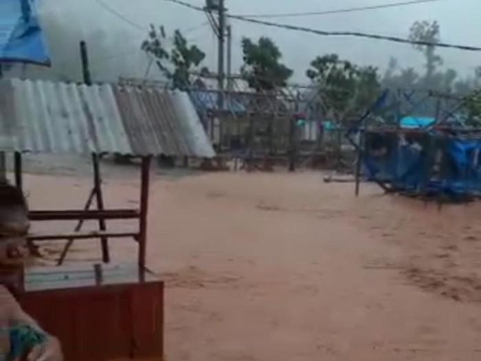 Banjir di hunian sementara korban banjir, Konawe Utara, Sulawesi Tenggara. (Sitti Harlina/detikcom)