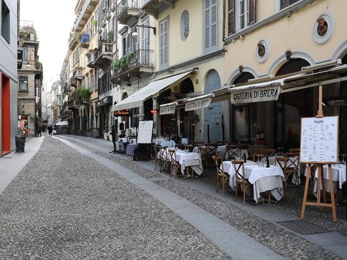Wabah virus corona telah melanda wilayah Italia. Kota Milan yang biasanya ramai oleh turis dan aktivitas warga pun kini tampak lengang dan tak banyak aktivitas.