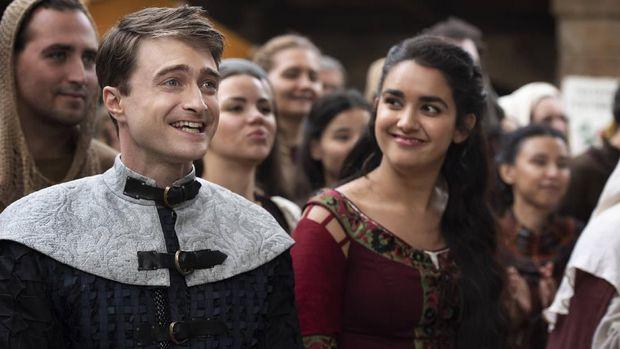 Geraldine Viswanathan Bersenang-senang Main dengan Daniel Radcliffe