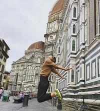 Foto melompat saat berada di Florence, Italia. (mariasharapova/Instagram)