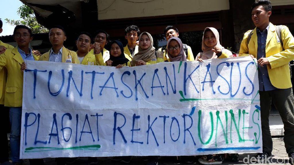 Mahasiswa Geruduk Ombudsman Desak UGM Tuntaskan Kasus Plagiat Rektor Unnes