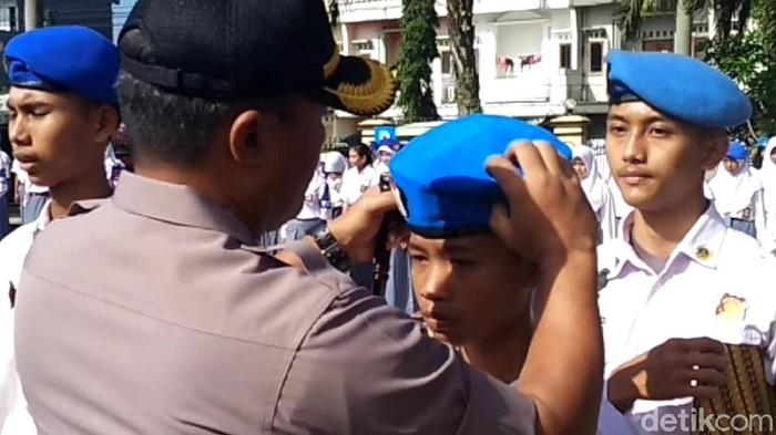 Kapolres Tasikmalaya Kota  AKBP Anom Karibianto lantik Polsis