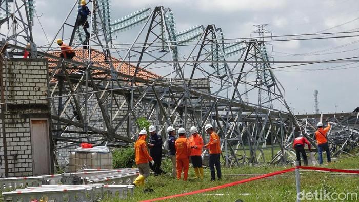 Tower SUTT PLN roboh di Rembang, Kamis (27/2/2020).