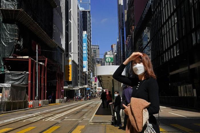 Wabah virus corona telah menyebar ke Timur Tengah dan Eropa. Puluhan ribu orang dilaporkan terinfeksi COVID-19 dan lebih dari 2.800 orang tewas akibat virus itu