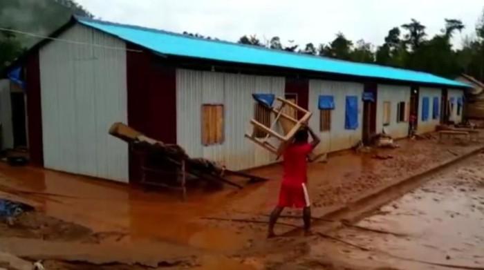 Sisa lumpur banjir di Desa Puusuli, Kecamatan Andowia, Kabupaten Konawe Utara (Dok Istimewa)