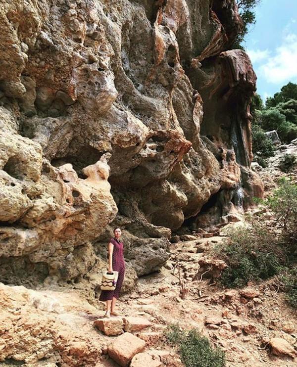 Saat di Spanyol, Maria menikmati waktunya di Deyá, desa cantik di Kepulauan Mallorca. (mariasharapova/Instagram)