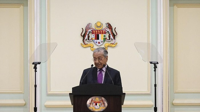 Malaysian interim leader Mahathir Mohamad speaks during a press conference at his office in Putrajaya, Malaysia, Thursday, Feb. 27, 2020. Mahathir says Parliament will pick a new prime minister after the king failed to establish who has majority support following the collapse of the ruling coalition. (AP Photo/Vincent Thian)