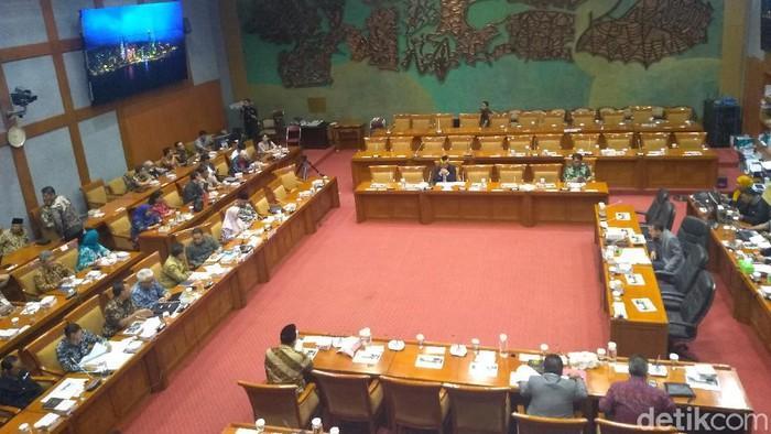 Anies Hadiri Rapat di Komisi X DPR Bahas Revitalisasi TIM