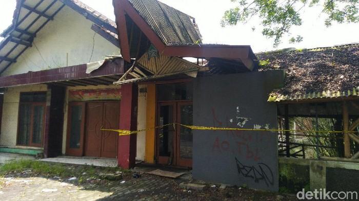 Rumah Kosong Tempat Delis Dibunuh Ayah