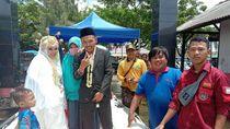 Viral Pengantin di Bekasi Nikah di Tengah Banjir, Begini Ceritanya
