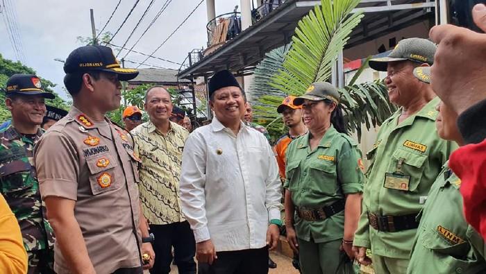 Wagub Jabar  Ruzhanul Ulum meninjau lokasi banjir Perumahan Bumi Nasio Indah, Jatiasih, Bekasi