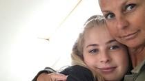Bintang TV Ini Bawa Putrinya Pakai Ambulance karena Takut Virus Corona