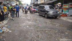 Parah! Jalan di Pasar Petisah Medan Rusak Parah-Parit Mampet