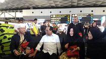 Penerbangan Umrah Disetop, Menhub Budi Karya Temui Jemaah di Soetta