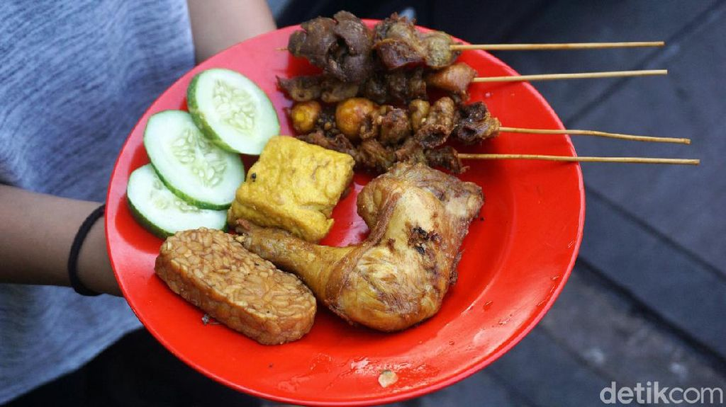 RM Ibu Ida: Raos Pisan! Makan Ayam dan Bandeng  Prasmanan Murah Meriah