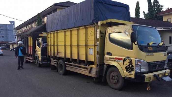 Truk pengangkut minyak ilegal (Foto: Raja Adil Siregar/detikcom)