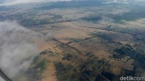 Pemandangan Banjir Rendam Ribuan Hektare Sawah di Karawang