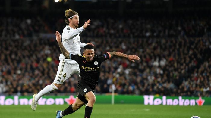 MADRID, SPAIN - FEBRUARY 26: Gabriel Jesus of Manchester City is challenged by Sergio Ramos of Real Madrid during the UEFA Champions League round of 16 first leg match between Real Madrid and Manchester City at Bernabeu on February 26, 2020 in Madrid, Spain. (Photo by David Ramos/Getty Images)