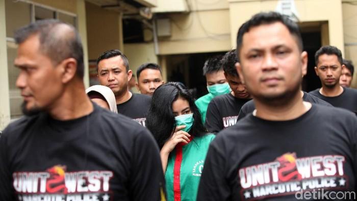 Polres Jakarta Barat merilis kasus narkoba artis Vitalia Sesha, Kamis (27/2/2020). Polisi menghadirkan Vitalia Sesha dalam kegiatan jumpa pers tersebut.