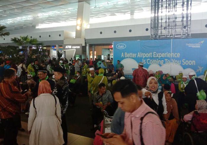 Mereka tertahan di Bandara Soekarno-Hatta, Cengkareng, Tangerang. Istimewa/Dok. Pribadi/Noviadi