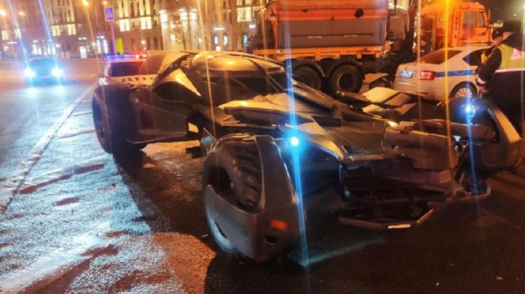 Waduh, Mobil Batman Lagi Patroli Malam Malah Ditilang Polisi