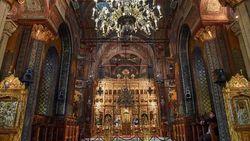 Cegah Virus Corona, Gereja Ortodoks Rumania Minta Jemaat Tak Cium Ikon Gereja