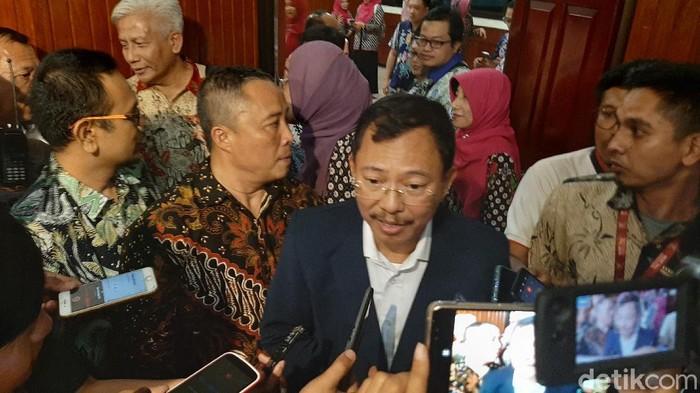 Menkes Terawan Agus Putranto memastikan kondisi jemaah umroh asal Indonesia sehat. Ia mengajak masyarakat menghargai kebijakan Arab Saudi yang menyetop umroh.