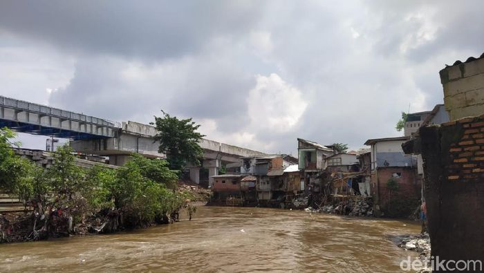 Bantaran Sungai Ciliwung