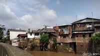 Andalan Antibanjir Jakarta, Proyek Normalisasi Ciliwung Mandek di Sini