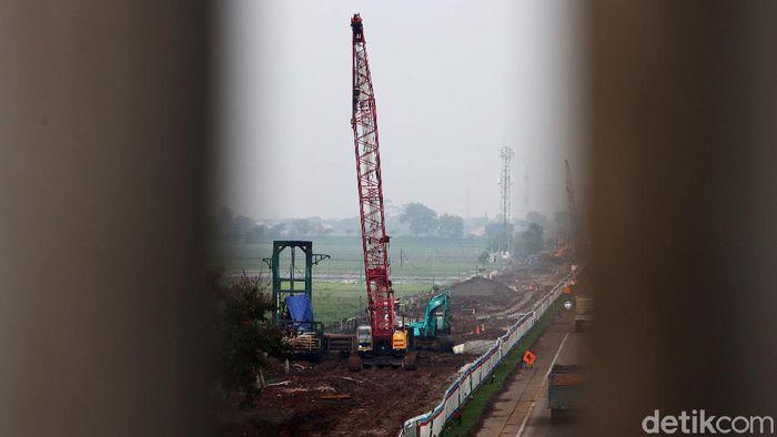 Pembangunan proyek Kreta Cepat Jakarta Bandung (KCJB) terus berlanjut. Dari informasi yang dihimpun, konstruksi kereta cepat Jakarta-Bandung sudah mencapai 44% pembangunan fisiknya.