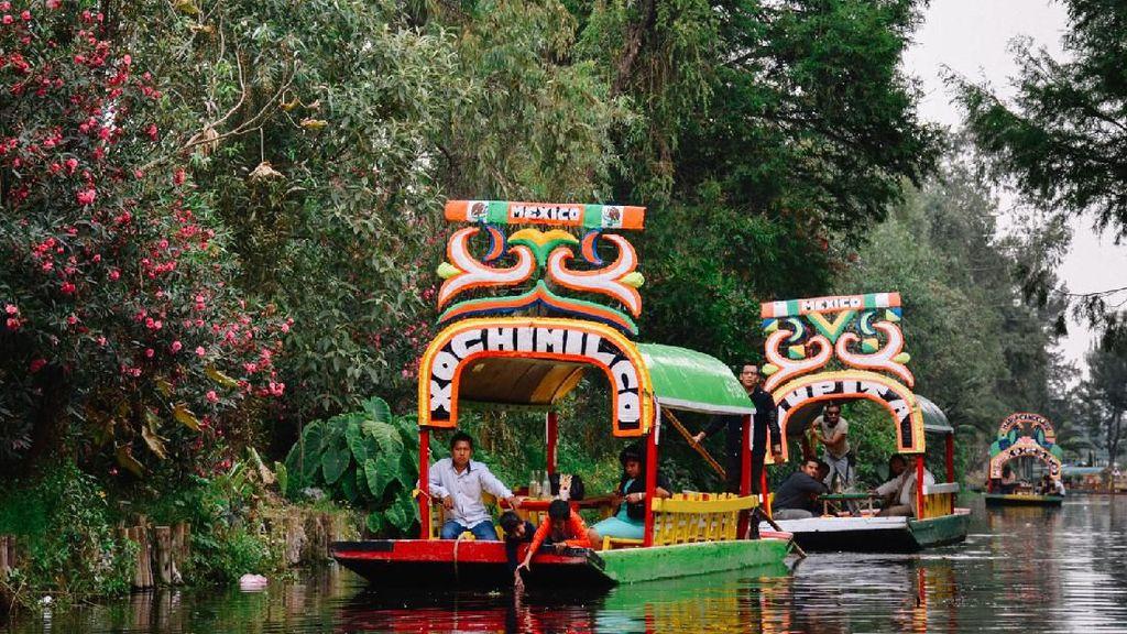 Di Xochimilco, Bisa Naik Perahu Sambil Jajan Jagung di Tengah Pulau