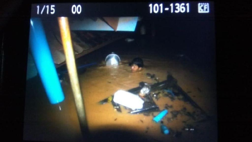 Banjir Terjang 3 RW di Jatinangor, Ketinggian Air hingga Atap