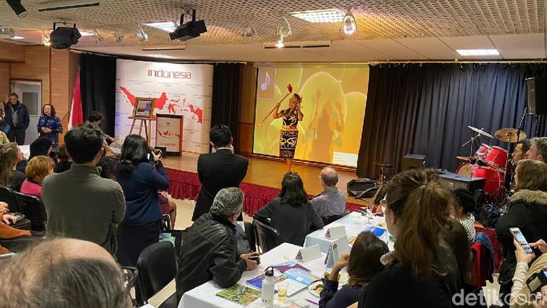 forum B2B Tourisme Meeting yang dihadiri oleh tur operator, agen perjalanan, dan tourism partners di KBRI Paris, Rabu (26/2/2020). Penyelenggaraan forum B2B ini salah satu langkah KBRI untuk menggenjot angka wisman Prancis di tahun 2020.