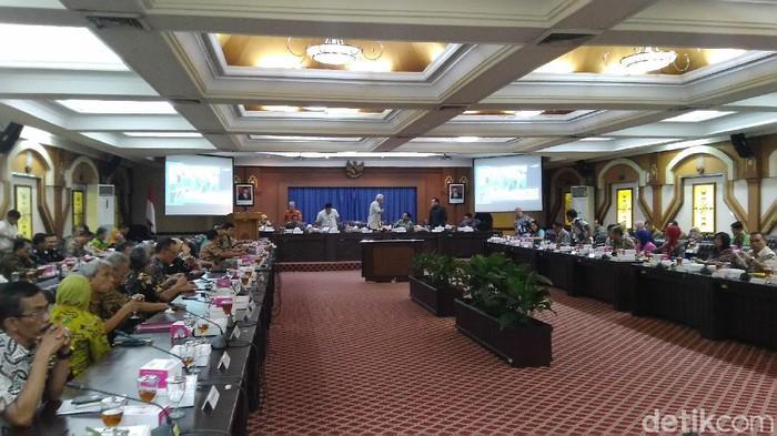 Rapat koordinasi Pemprov Jawa Tengah untuk mengantisipasi dampak virus corona terhadap perekonomian, Jumat (28/2/2020).