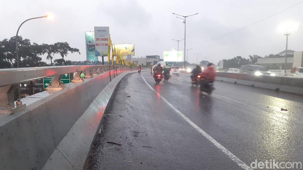 Sempat Tergenang, Flyover Pasupati Bandung Lancar Dilintasi