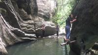 Ulu Ledeng merupakan kawasan wisata air terjun berukuran mini, terdiri dari tiga tingkatan. Setiap tingkatan rata-rata memiliki ketinggian lima meter dan di dasarnya terdapat kolam kecil, dipenuhi air berwarna kehijauan. (Abdy Febriady/detikcom)