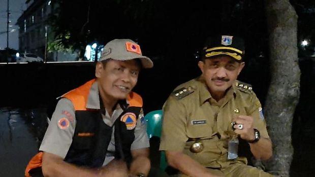 Plh Kepala Pelaksana BPBD DKI Jakarta Sabdo Kurnianto (kiri) bersama dengan Wali Kota Jakarta Timur Anwar (kanan) (Dok.Istimewa).
