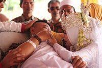 Perjuangan ayah yang sedang sakit hadir di pernikahan anak
