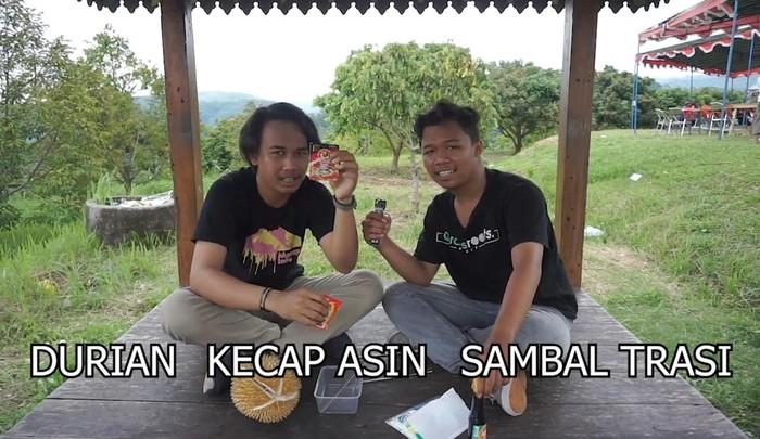 makan durian pakai kecap