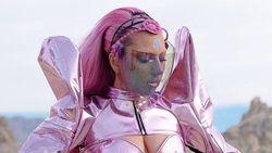 Lagi, Aksesori Karya Rinaldy Yunardi Dipakai Lady Gaga di Video Klip Terbaru