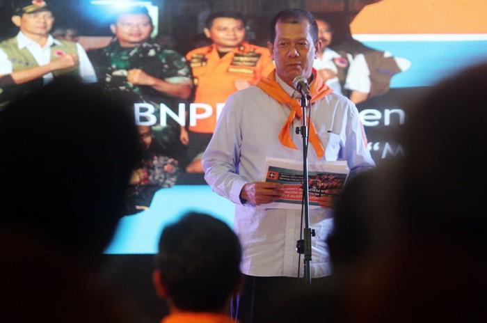 Kepala Badan Nasional Penanggulangan Bencana (BNPB) Doni Monardo turut menghadiri malam sahabat Wanadri di Jakarta. Begini aksinya.