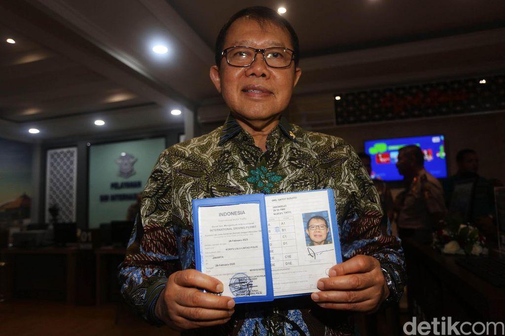 Kakorlantas Irjen Pol Istiono meresmikan layanan Surat Izin Mengemudi (SIM) Internasional online di Jakarta, Jumat (28/2/2020). SIM Internasional ini berlaku selama 3 tahun dan bisa digunakan di 188 negara.