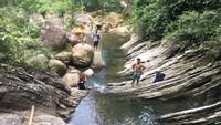 Destinasi wisata ini terletak di Desa Kalumammang, Kecamatan Alu. Tidak mudah untuk menjangkau desa ini. Perjalanan menggunakan sepeda motor saya tempuh selama lebih kurang satu jam. (Abdy Febriady/detikcom)