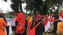 Massa Gelar Aksi di Depan Pintu IRTI Monas Minta Anies Lengser