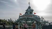 Tokyo Disneyland dan Universal Studio Jepang Tutup Lebih Lama