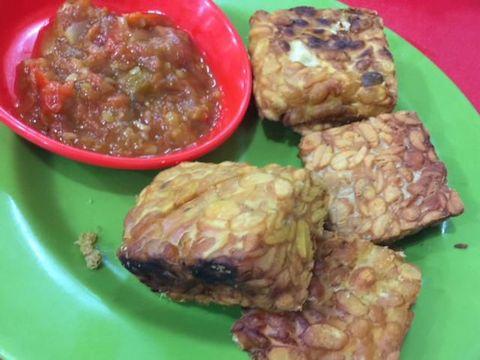 Seafood & Uduk Remaja 94 : Krenyes Enak Lele Keriting dan Tumis Kangkung