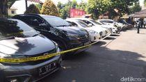Wanita Ini Tipu Para Pembeli Kendaraan, Polisi Sita 8 Mobil dan 9 Motor