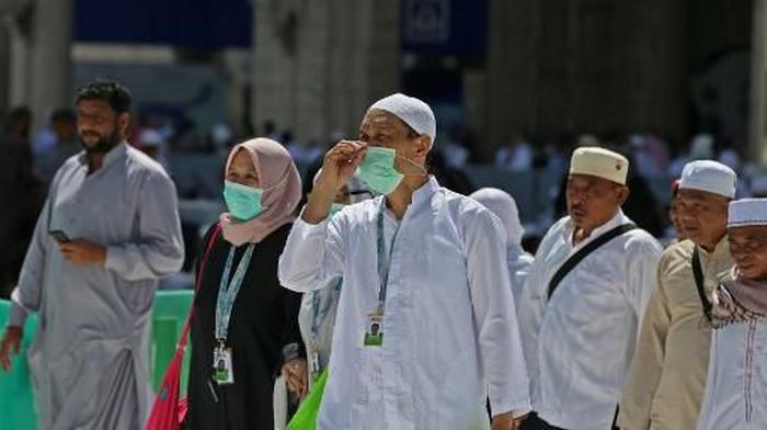 Pemerintah Arab Saudi menyetop sementara perjalanan umroh akibat merebaknya virus corona (COVID-19). Berikut foto-fotonya pascapelarangan.